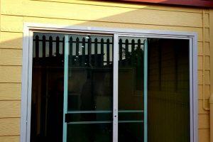 งานติดตั้งชุดประตูและชุดบานหน้าต่างเลื่อนสลับ