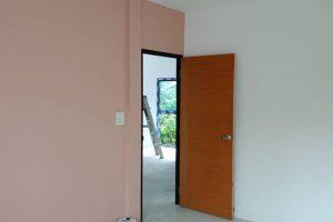 งานทาสีผนังภายใน และวงกบ – บานประตู
